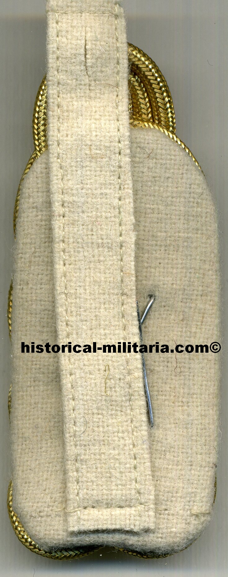 LUFTWAFFE Generalfeldmarschall General Field Marshal Schulterklappen set slip-on shoulder boards 2nd pattern batons starting 1943 on off-white with manually aged batons and aged looking collar tabs - Feldmaresciallo Generale
