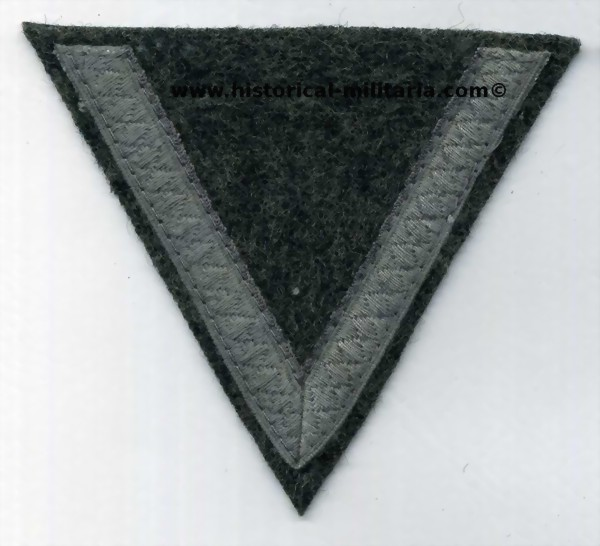 Wehrmacht Winkel Gefreiter chevron on graygreen fieldgrey with subdued cotton tresse Private First Class - grado da Caporale dell'esercito tedesco su panno feldgrau bassa visibilità