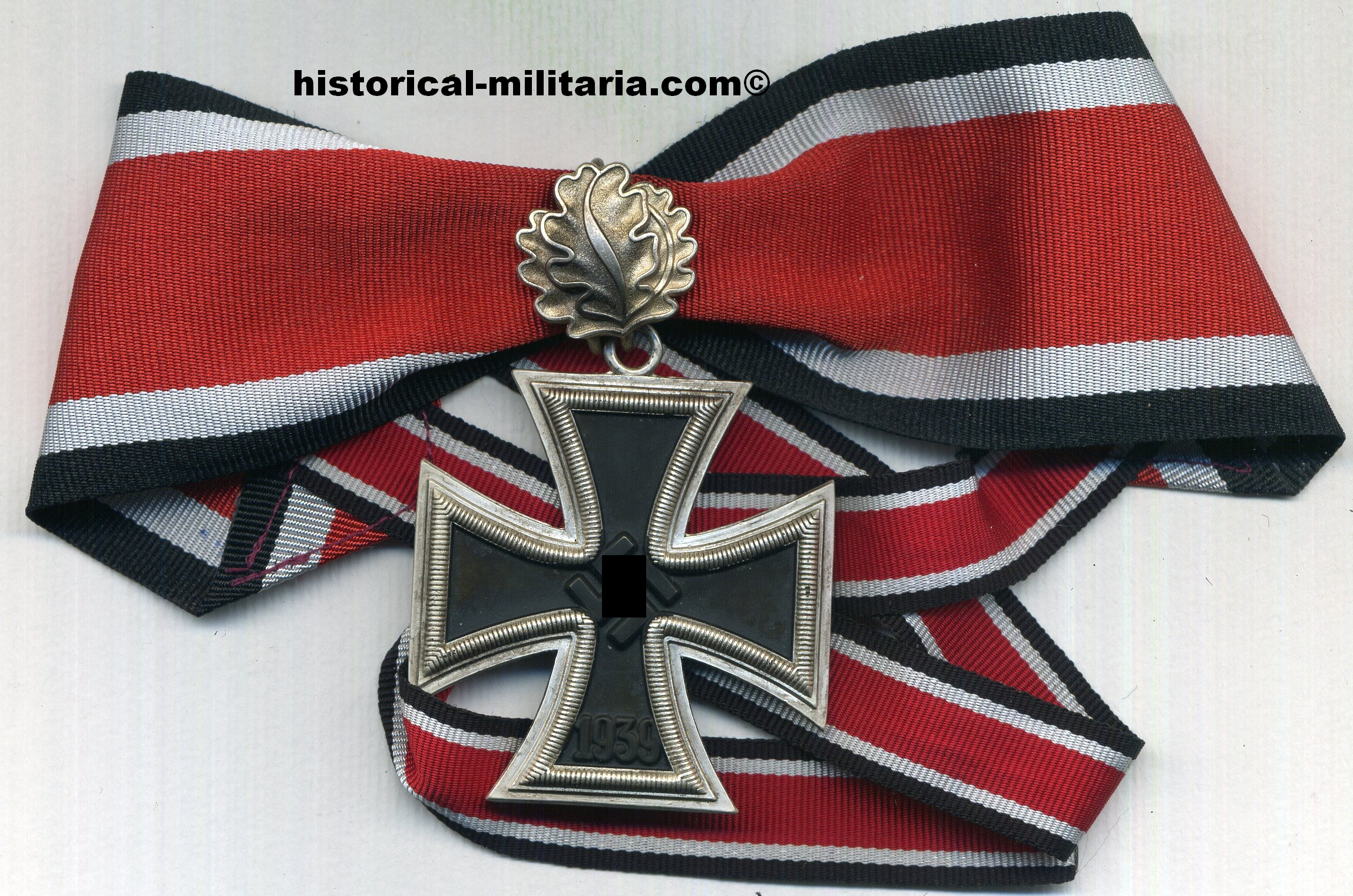 Ritterkreuz mit Eichenlaub am Kragenband - Knights Cross of the Iron Cross with Oakleaves incl. neck ribbon - La Croce di Cavaliere della Croce di Ferro con fronde di quercia e nastrino pere il collo